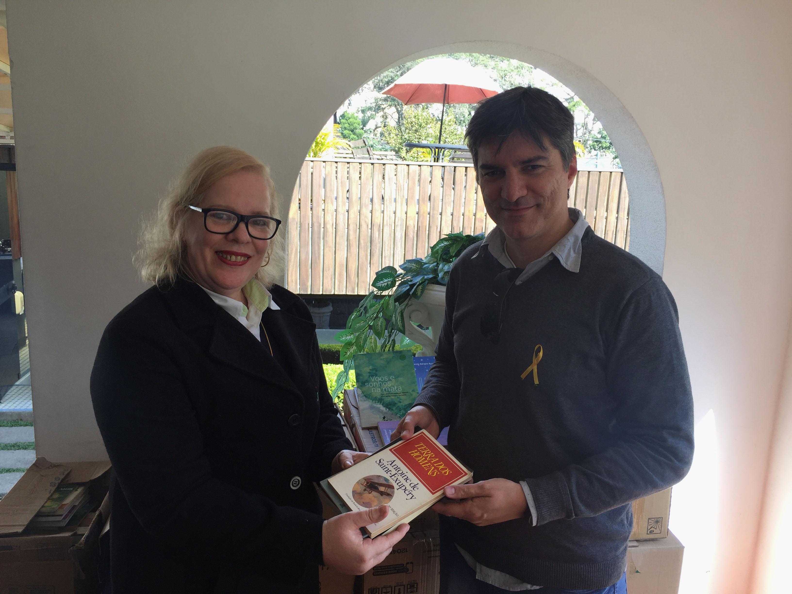 22-05-2018 Trub Petrópolis compra livros da APPO